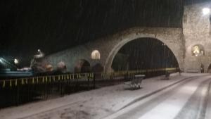 Imatge de la nevada testimonial d'ahir a la nit a Camprodon