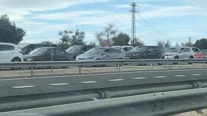 Imatge de les cues per accedir a PortAventura avui divendres, dia de Tots Sants