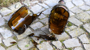 Imatge de recurs d'una ampolla trencada