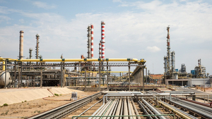 Imatge del recinte interior de la planta química de Repsol