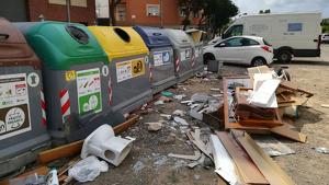 Imatge dels contenidors del carrer 26 del barri tarragoní de Bonavista.