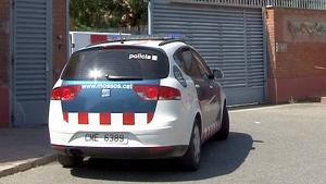 Imatge d'un vehicle dels Mossos d'Esquadra entrant al Centre Penitenciari de Ponent