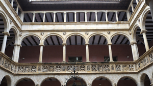 Imatge interior dels Reials Col·legis de Tortosa