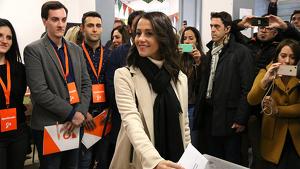 Inés Arrimadas ha estat escridassada quan ha anat a votar al seu col·legi de Barcelona