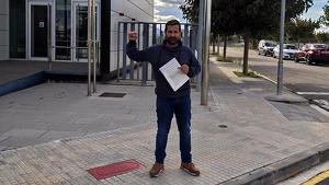 Jordi Fornós, regidor de la CUP a Móra d'Ebre, ha presentat denúncia pels fets als Mossos d'Esquadra.