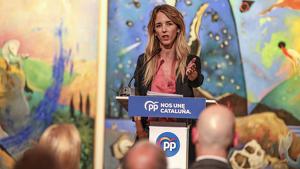 La cap de llista del PP per Barcelona, Cayetana Álvarez de Toledo, durant l'acte final de campanya dels populars aquest dijous, 7 de novembre.