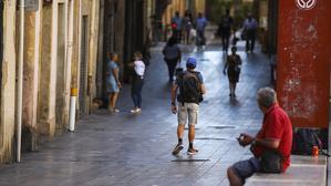 La convivència entre veïns, comerciants i joves migrants a la Part Alta de la ciutat s'està complicant cada vegada més.