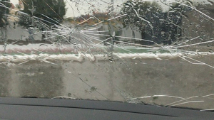 La pedregada ha trencat els vidres d'alguns cotxes a la Garrotxa