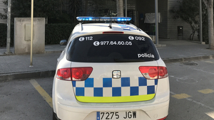 La Policia Local de Torredembarra ha detingut l'home i l'ha dut a un reconeixement mèdic al CAP de la vila.