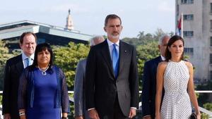 La reina Letícia amb el vestit de llunes de Carolina Herrera