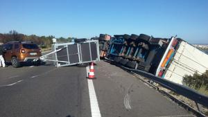 La ventada d'aquest diumenge ha fet estralls per la carretera AP-7