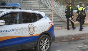 L'agent es trobava de servei pel carrer Colom vestit amb l'uniforme reglamentari.