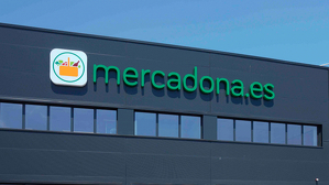 L'equip de Barcelona es compon inicialment de 92 persones i es preveu que la plantilla arribi als 350 treballadors