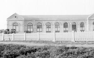 L'estació de tren a Terrassa, on avui hi ha la Rambla