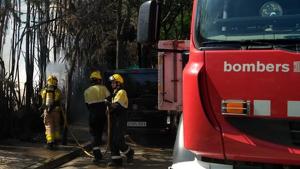 L'incendi s'ha declarat en el carrer de la Mare de Déu del Pilar de Cerdanyola del Vallès