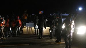 Manifestants a tocar del cordó de la CRS francesa