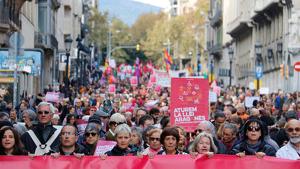 Més de 2.500 persones han omplert els carrers de Barcelona en contra de l'anomenada 'Llei Aragonès'