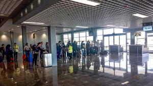 Passatgers a la nova zona d'embarcament de l'Aeroport de Reus. Imatge publicada el 18 de novembre del 2019