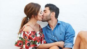 Paula Echevarría besándose con Miguel Torres