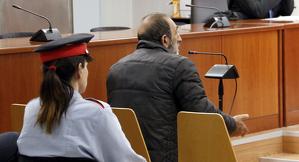 Pla mig de l'acusat de robatori amb força, durant el judici a l'Audiència de Lleida