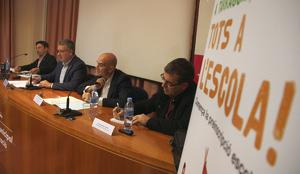 Presentació de l'estudi impulsat per Xavier Bonal, a la dreta, que s'ha celebrat a l'Institut Municipal d'Educació de Tarragona.