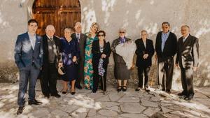Sergio, el día de su bautizo, junto a sus ocho bisabuelos y sus padres