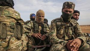 Soldats a la frontera de Síria amb Turquia, a punt de realitzar un atac a la zona nord-est de Síria