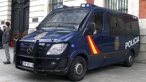 Furgón de la Policía Nacional estacionado