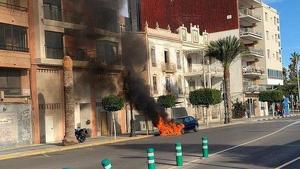 Un cotxe explota en el Grau de Castelló