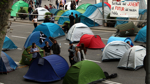 Manifestants acampats a plaça Universitat