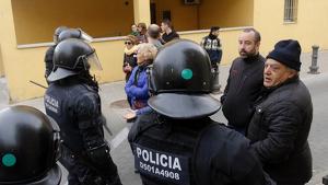 Un grup de veïns ha criticat l'actuació policial dels Mossos d'Esquadra a Salt
