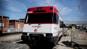 Un incendi al mig de les vies ha interromput la circulació de trens entre Caldes i Maçanet