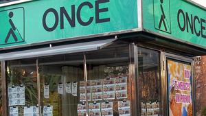 Una imatge d'arxiu d'un quiosc de venda de l'ONCE.