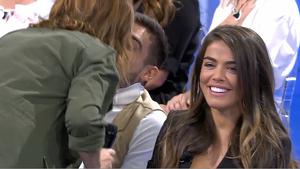 Violeta no se esperaba el beso que iba a dar a su chico la presentadora