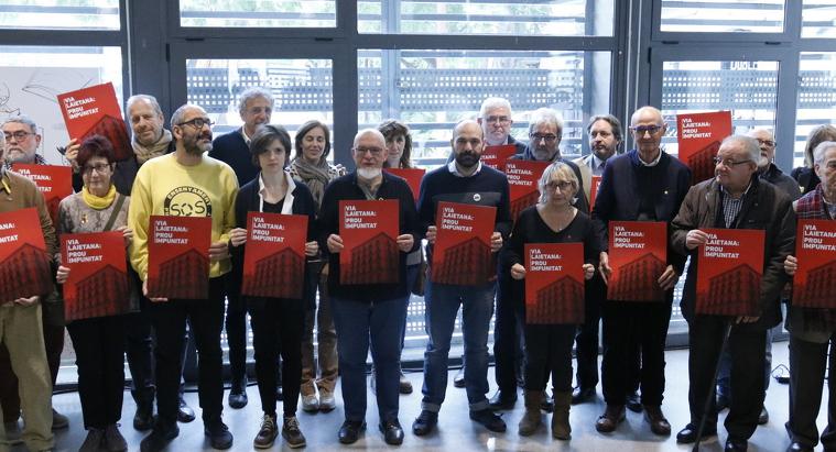Pla general dels representants de les entitats que reclamen el tancament de la comissaria de Via Laietana