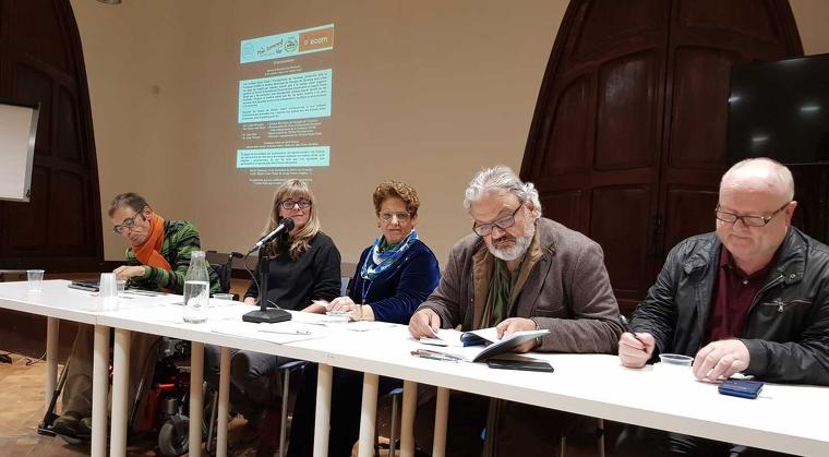 Representants de les entitats i la Síndica en la presentació del Servei d'Assistència Personal