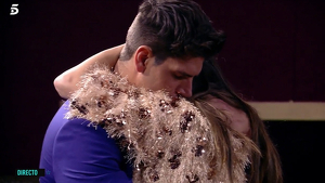 Diego Matamoros abrazado a Estela Grande