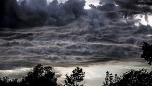 Els núvols aniran a més amb els primers ruixats dimarts a la tarda
