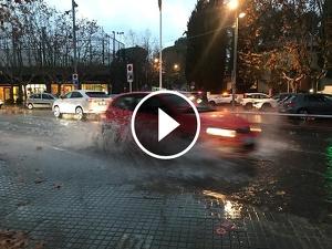 La plaça del pi ha tornat a quedar plena d'aigua