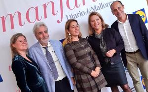 Magdalena Mesquida, editora de Manjaria, amb els guardonats