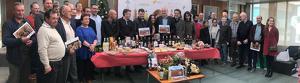 Una trentena de  productors s'acostaren al Consell per donar suport a la campanya de promoció del producte local