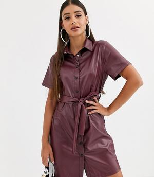 Vestido polipiel color burdeos vendido por ASOS, año 2020