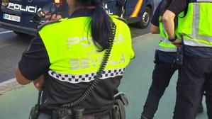 Agentes de la Policía Nacional y Local en Sevilla