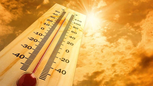 Imagen de un termómetro muy elevado por el calor
