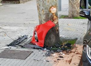 El cop va ser contra un arbre davant de l'hostal Sant Pancraç