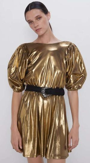 Vestido vendido por Zara a 7,99 euros en rebajas. Febrero 2020