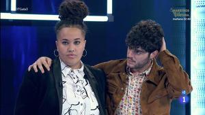 Eli y Rafa en el plató de 'OT' esperando la decisión final de la audiencia para saber quién es el expulsado. Domingo 2 de febrero de 2020