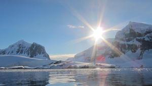 Imagen de un día radiante en la Antártida