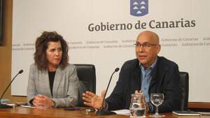 La consejera de Sanidad del Gobierno de Canarias, Teresa Cruz y el jefe del Servicio de Epidemiología del SUC, Domingo Núñez.