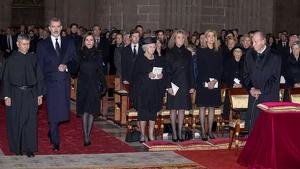 La reina Letícia no ha volgut saludar la infanta Cristina en el funeral de Pilar de Borbó
